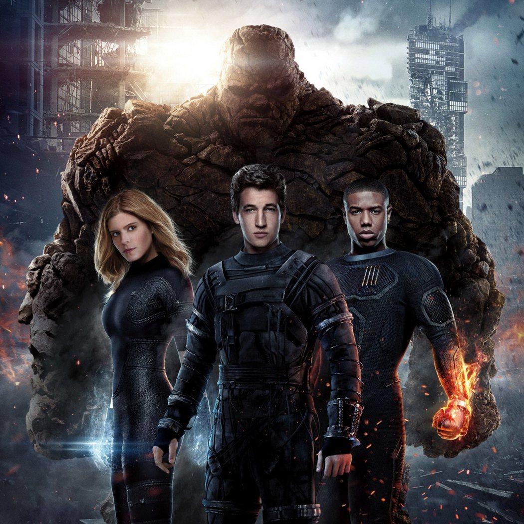 傑米貝爾在「驚奇四超人」中飾演石頭人(後排)。圖/福斯提供