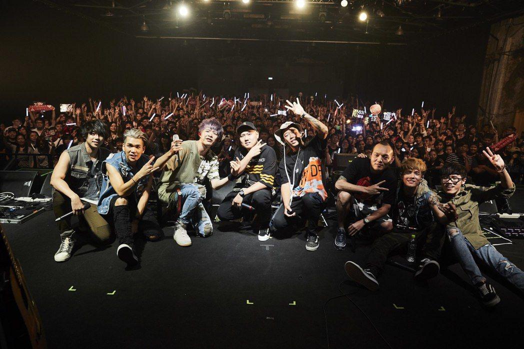 八三夭舉行10年生日慶演唱會,邀來玖壹壹站台。圖/滾石提供