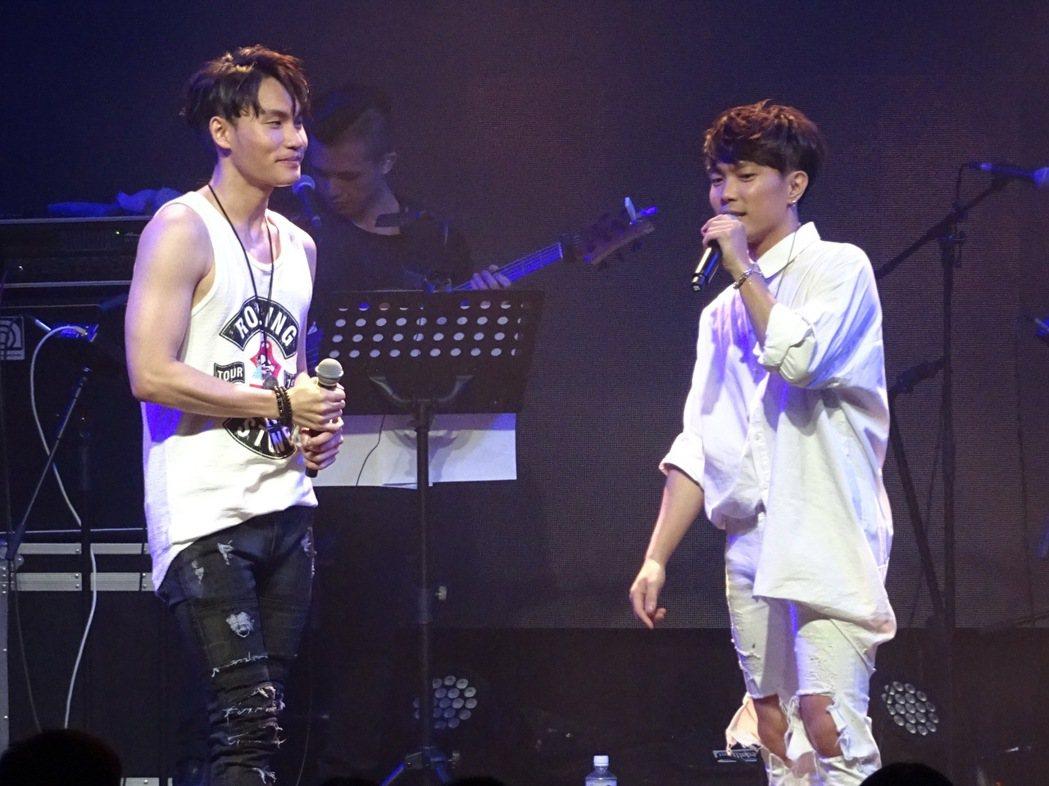 許仁杰(右)和 周定緯在演唱會上大展身手。圖/好舒服音樂提供