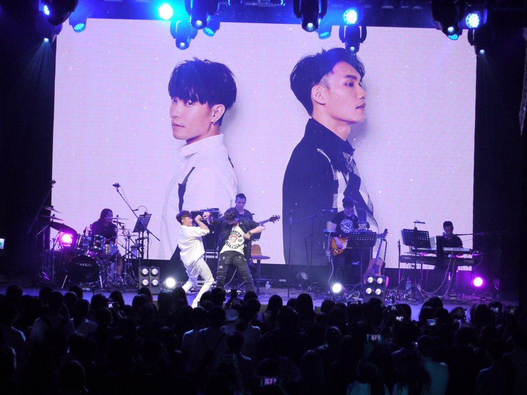 許仁杰(左)和 周定緯在演唱會上大展身手。圖/好舒服音樂提供