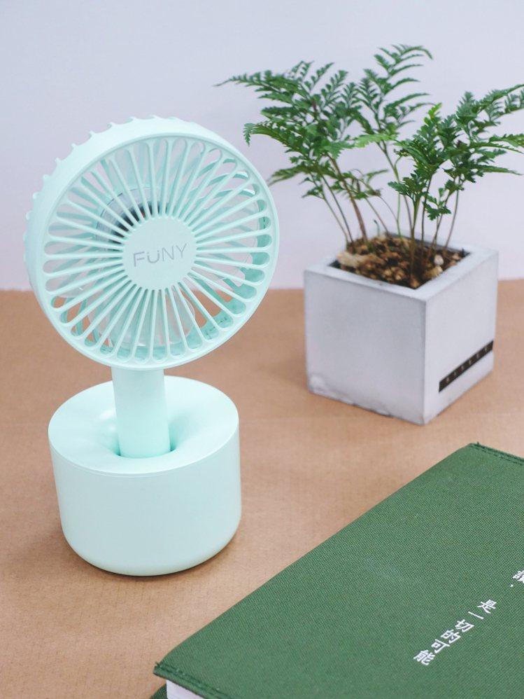 FUNY療癒系自然風隨身風扇(嫩青綠)。圖/PJ攝影