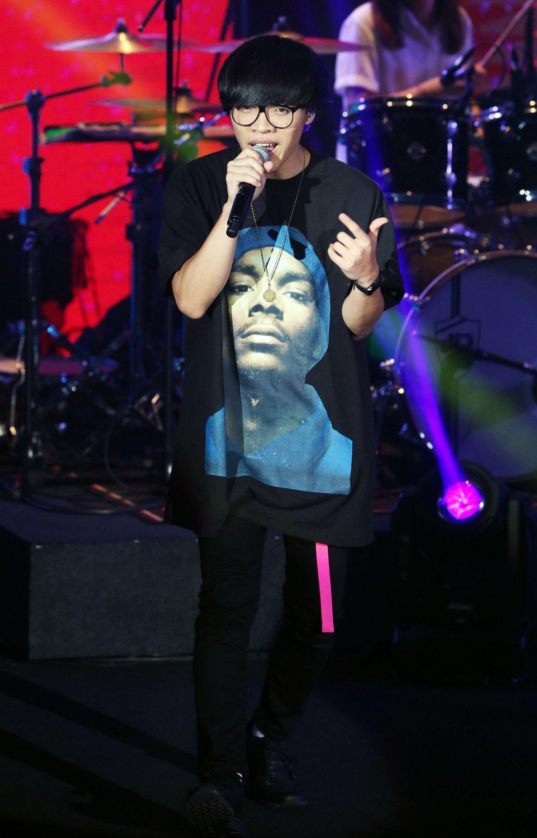 盧廣仲昨晚在台北國際會議中心舉辦《春季巡迴安可場LIVE IN TICC》演唱會...
