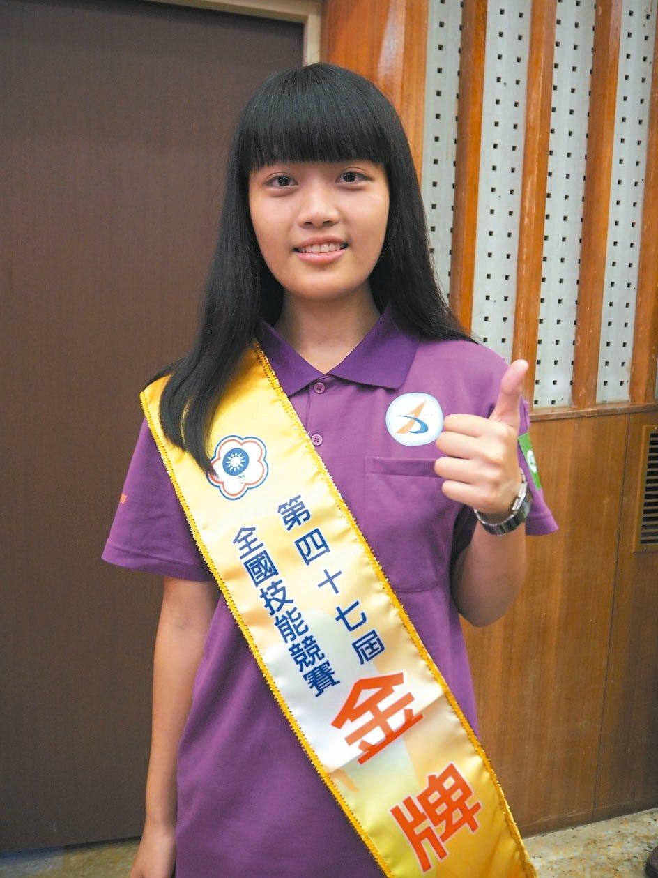 陳明妍,新竹高工的她身高155公分,挑戰比自己「高3個頭重10倍」的車床機。 記...
