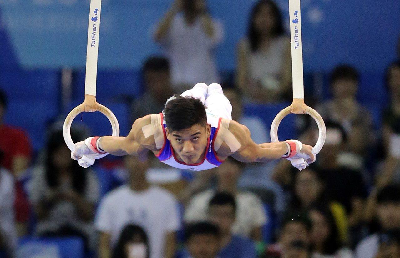 世大運在南港展覽館舉辦男子團體競技體操項目,吊環項目游朝偉(圖)表現不俗。記者許...
