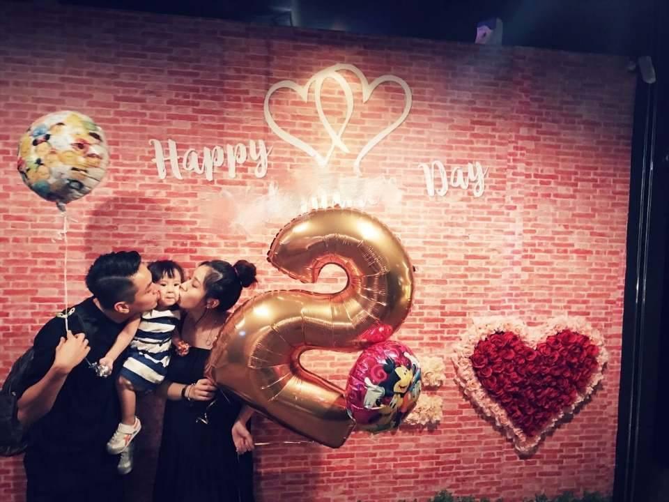 方志友(右)與楊銘威幫女兒Mia舉辦2歲生日派對。圖/摘自臉書