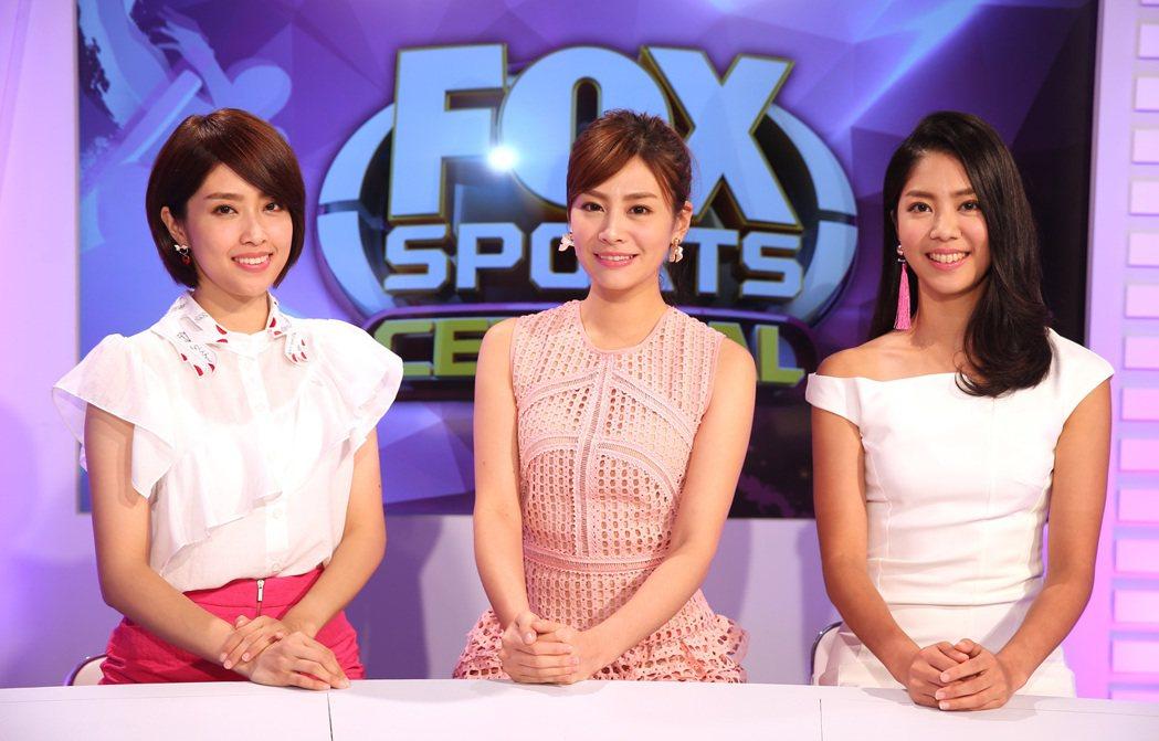 福斯體育台主播,詹可旬(中)、侯以理(右)、林奕雯(左)。記者曾吉松/攝影
