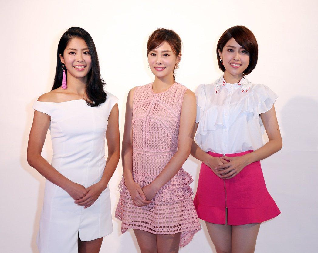 福斯體育台主播,詹可旬(中)、侯以理(左)、林奕雯(右)。記者曾吉松/攝影
