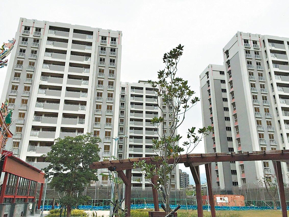 台北市議員陳建銘發現,北士科專案住宅內出現多處狀況。 圖/台北市土地開發總隊提供