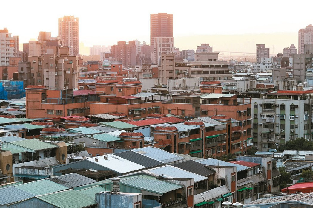 王道銀行推出「三段式房屋貸款」,房貸分三階段還款,可望減輕年輕人買房的負擔,一圓...
