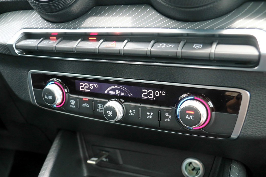 Audi Q2 Sport及Luxury標配日照感應式雙區獨立恆溫空調。 記者史榮恩/攝影