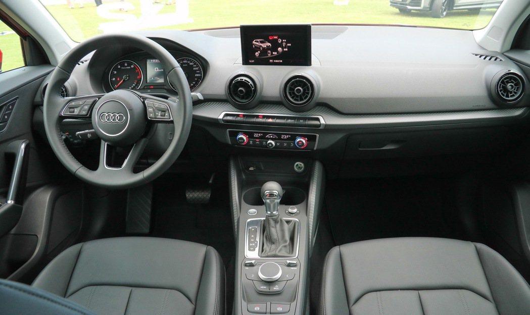 Audi Q2內裝有多種客製選項。 記者史榮恩/攝影