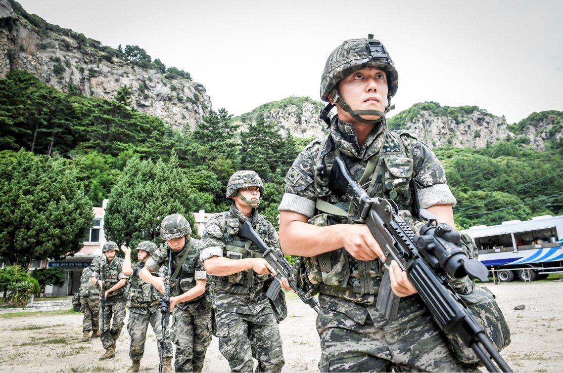 南韓陸戰隊在東海岸鬱陵島的實兵操演。 圖/歐新社