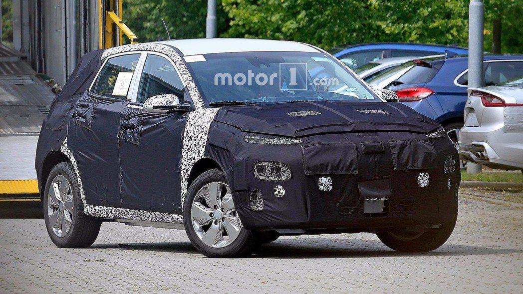 圖為純電版Hyundai Kona間諜照。 摘自Motor 1