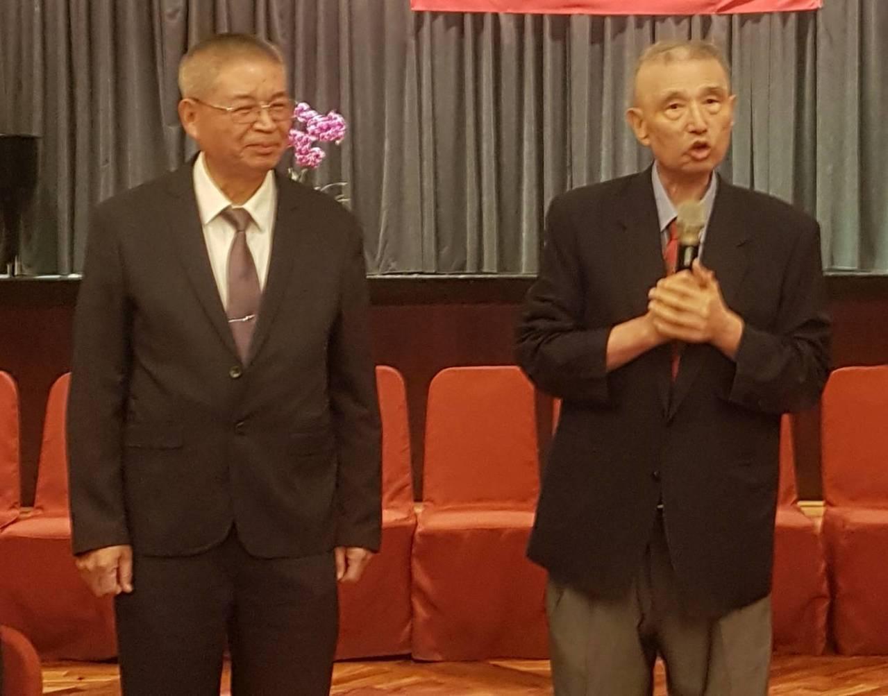 高雄醫學大學附設中和醫院前院長洪純隆(右)。聯合報系記者蔡容喬/攝影