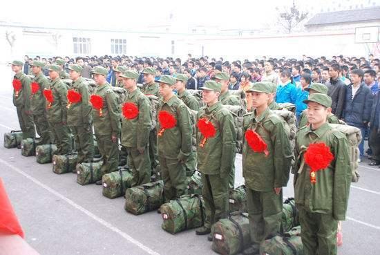 大陸地方政府為從軍青年舉辦入伍送行儀式。 (百度圖片)