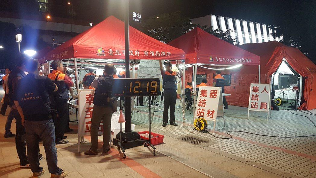 世大運期間外國旅客增加,台北市政府在台北車站舉行「無腳本」演練,臨場下達狀況,考...