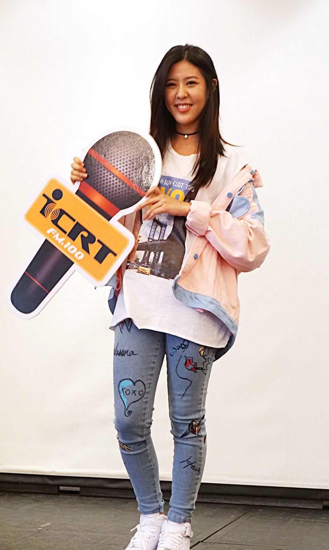 歌手Erika(劉艾立)正式入主ICRT主持群開節目,成為電台活力新女聲,有東西