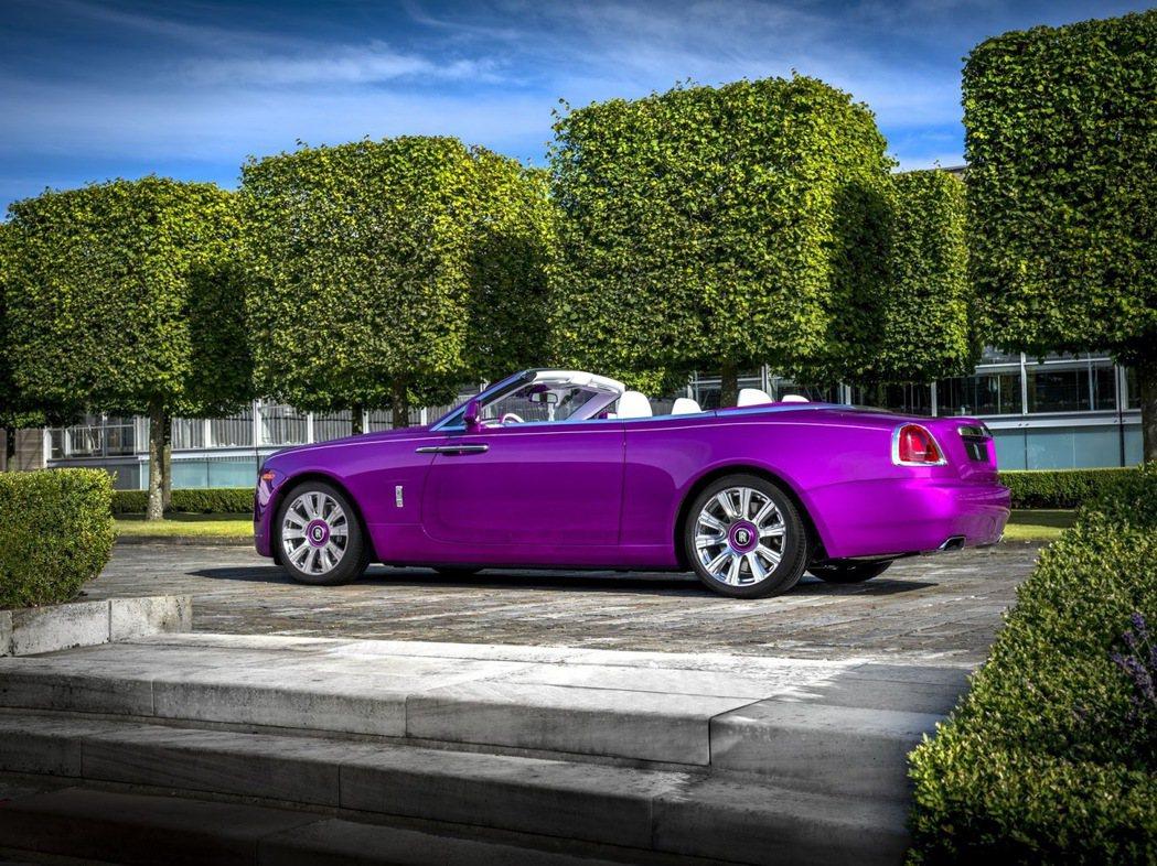 紫羅蘭色的Rolls-Royce Dawn。圖/Rolls-Royce提供