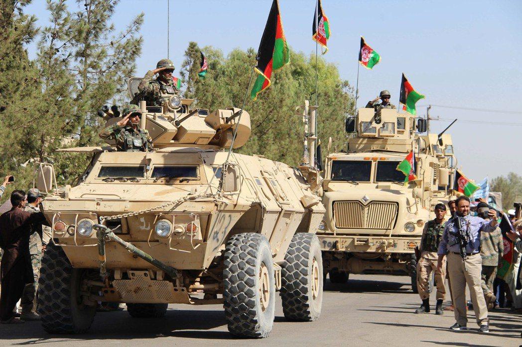 阿富汗政府軍的裝甲車。 (歐新社)