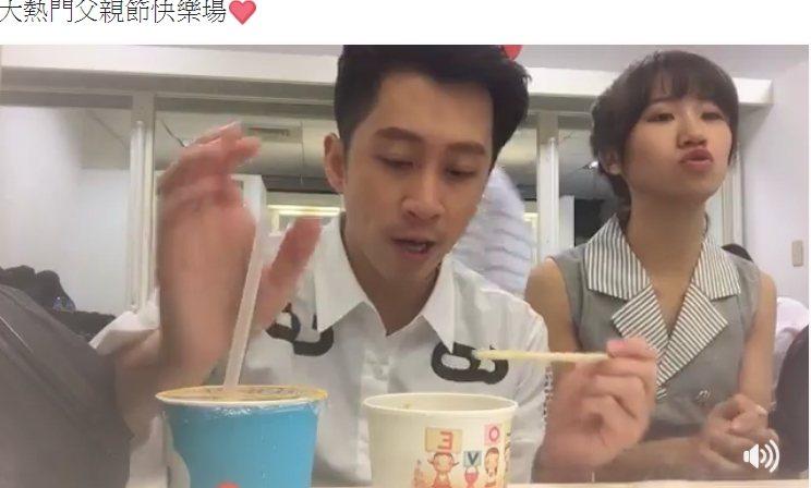 陳漢典(左)和LULU都在錄影休息過程中玩直播,單是吃宵夜這件事,就累積不少人氣
