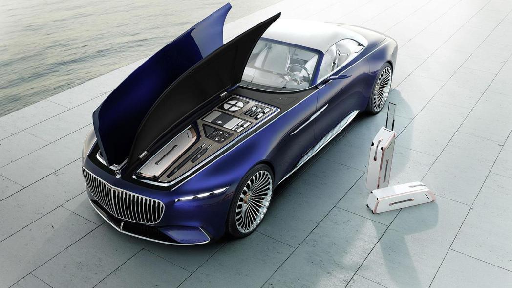 車頭下方仿若遊艇般的置物空間設計,奢華感十足。 圖片來源:Mercedes-Benz