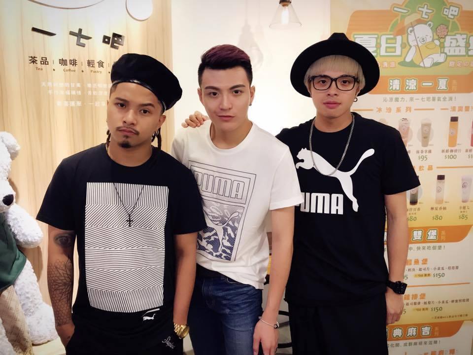 凱開(右)自組團體「胡鬧一番」,近日簽入喜鵲娛樂成為蕭敬騰師弟。圖/摘自臉書