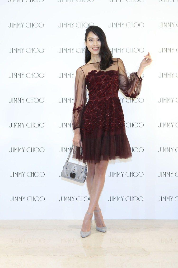 Jimmy Choo舉辦秋冬新品記者會,請到白歆惠(白白)出席展示新鞋與包款。圖...