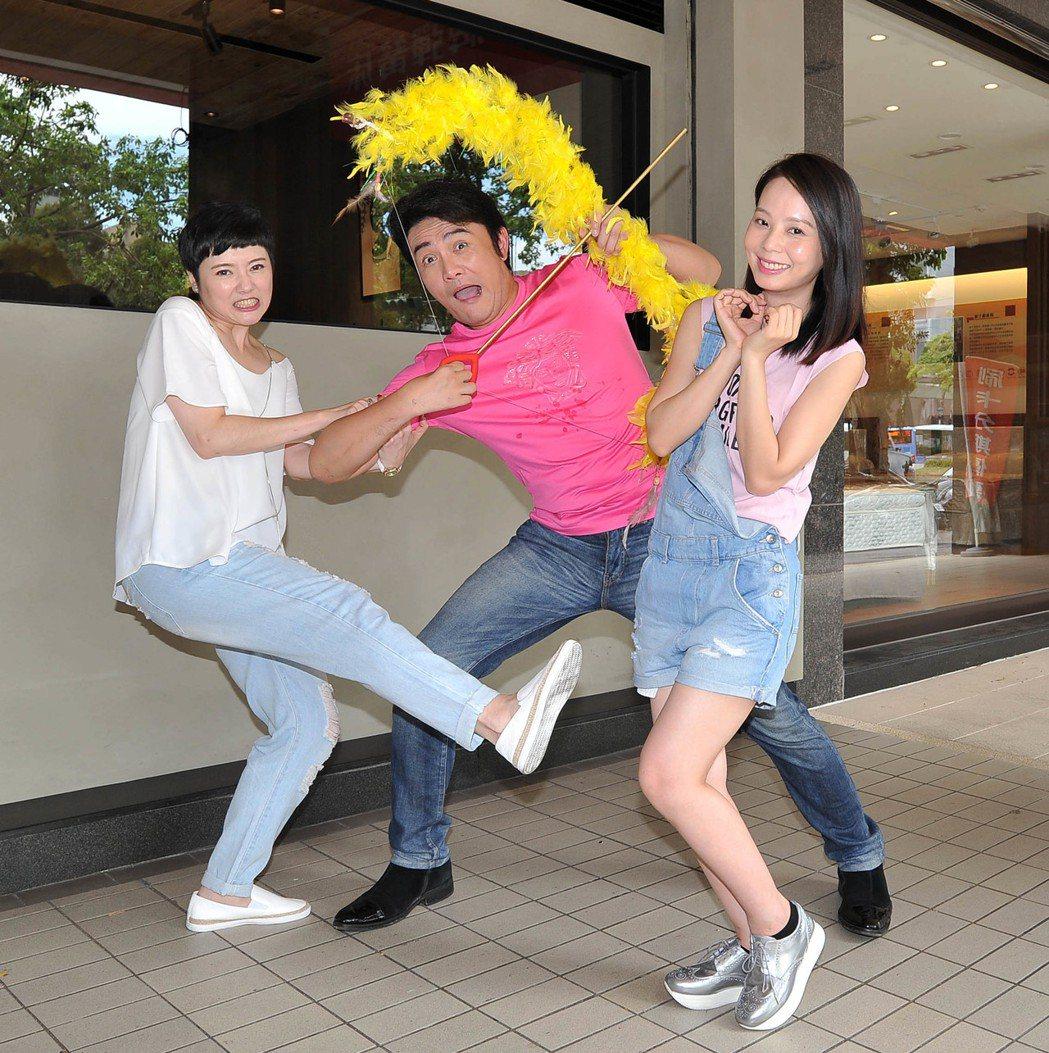 劉曉憶(左起)、李㼈、孫淑媚在「牡丹花開」中是三角戀關係。圖/台視提供