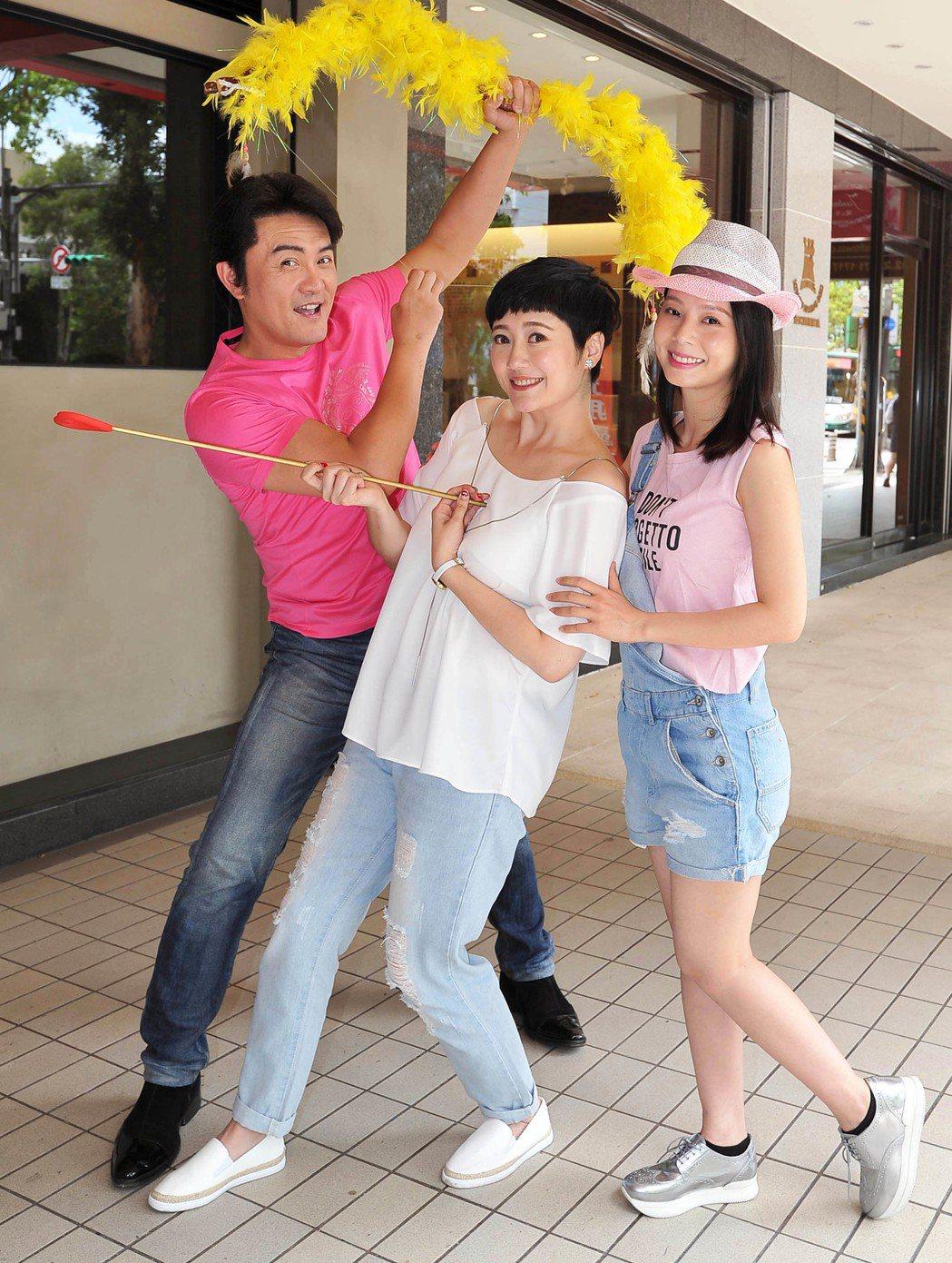 李㼈(左起)、劉曉憶、孫淑媚在「牡丹花開」中是三角戀關係。圖/台視提供