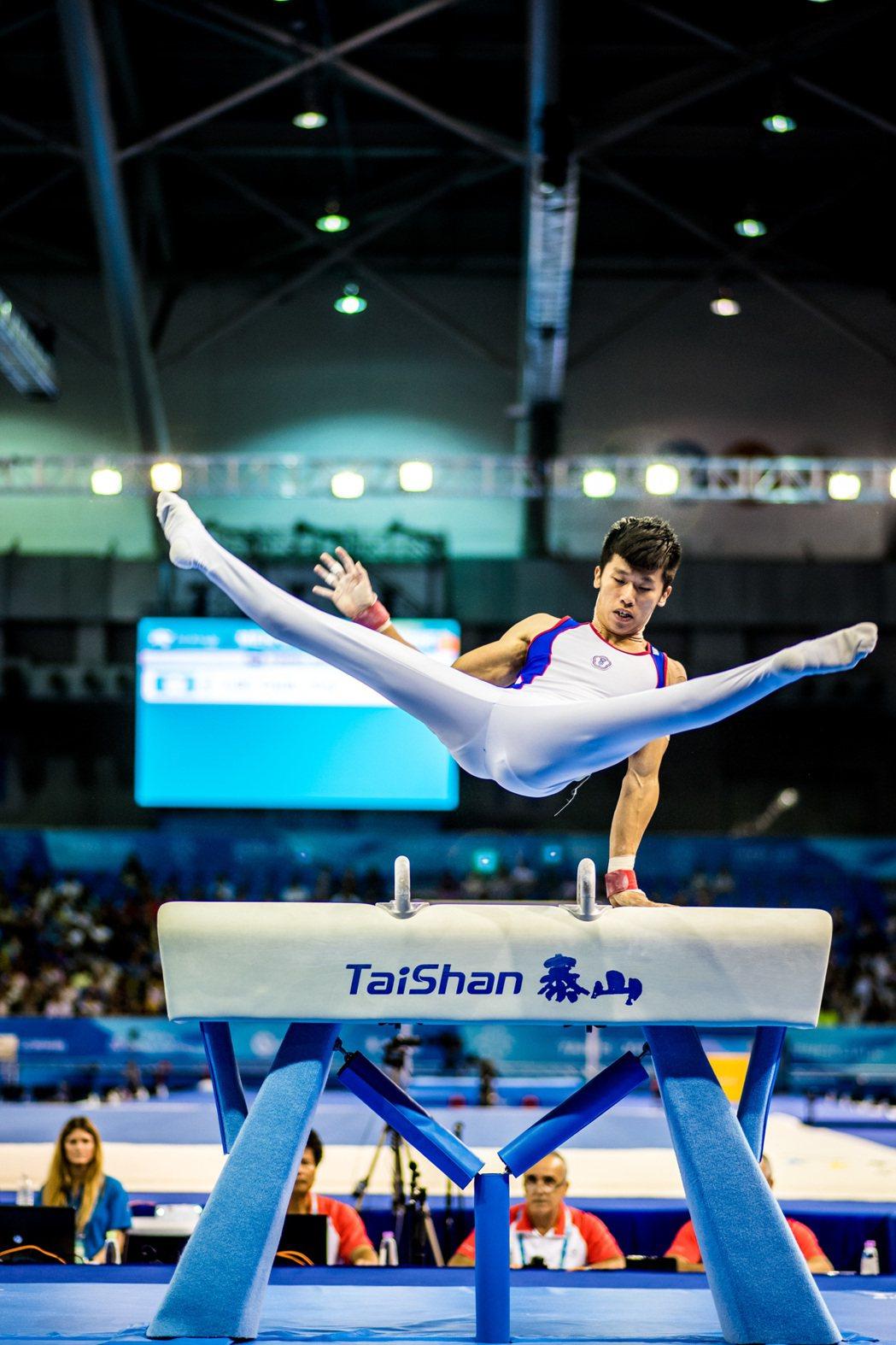 世大運男子競技體操,個人單項決賽鞍馬項目,中華台北選手李智凱以15.300,拿下...