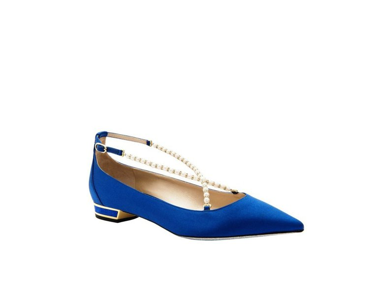 RENE CAOVILLA寶藍緞面珍珠鑽砂平底鞋,售價19,800元。圖/REN...