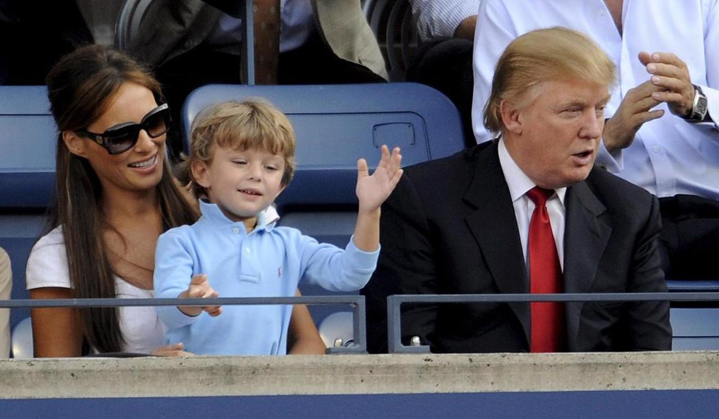 川普夫婦2008年帶著兩歲多的拜倫在紐約觀看美國網球公開賽。 歐新社