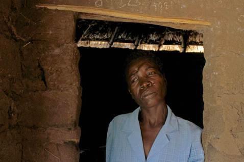 坦尚尼亞獵殺女巫的倖存者馬給.邊給(Mage Benge),2010年時她被指控...