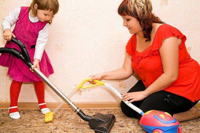 打掃的時候千萬不要用濕抹布去擦,步驟一定要乾>濕>乾,這樣比較不會附著髒東西。 ...