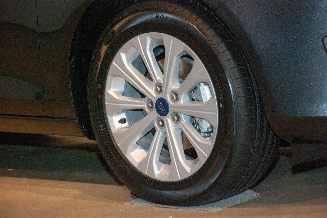 Ford Escort輪圈。記者林昱丞/攝影