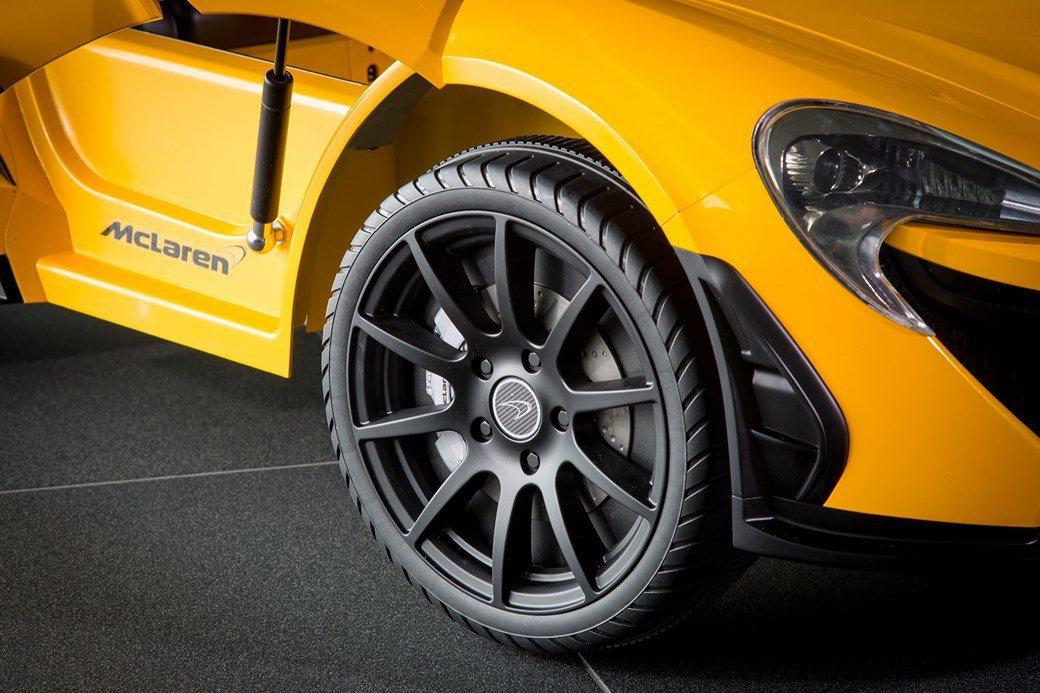 車門採上掀式設計,作工十分精緻。 圖片來源:Car Magazine