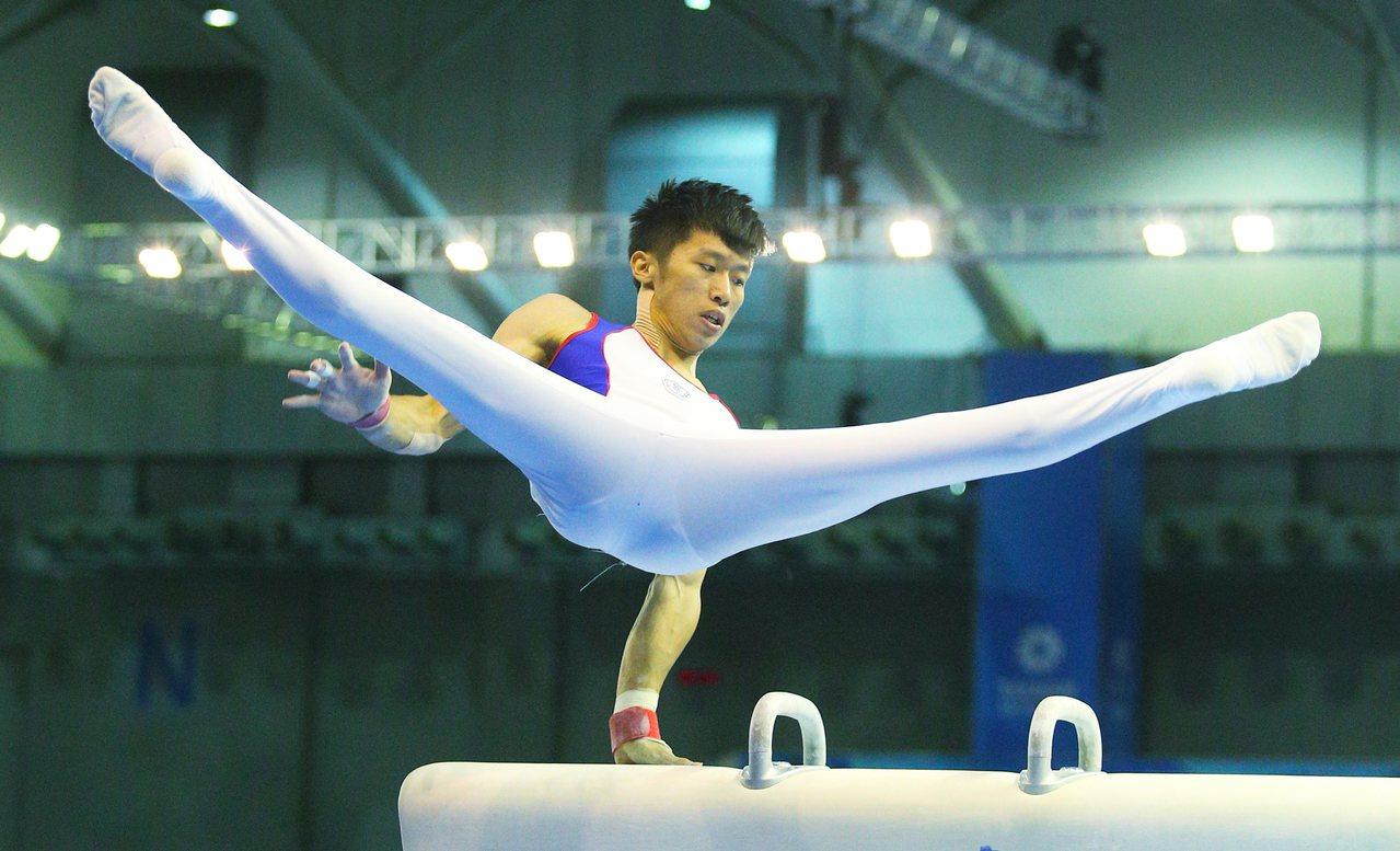 世大運男子競技體操,男子個人單項決賽,中華台北選手李智凱在鞍馬項目以15.300...