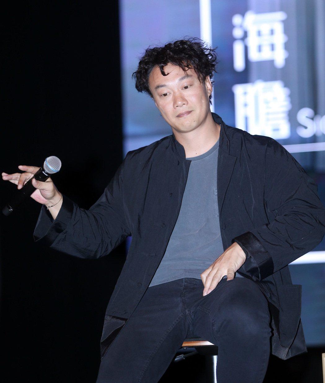陳奕迅隨著音樂律動。記者侯永全/攝影