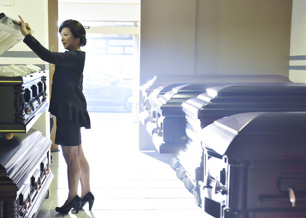 楊貴媚在「遺憾拼圖」中正視死亡議題。圖/TVBS提供