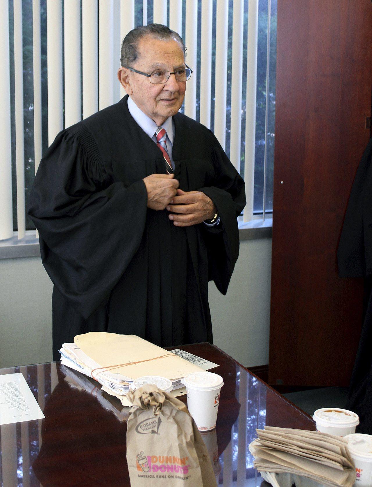 卡普里歐法官準備開庭。美聯社