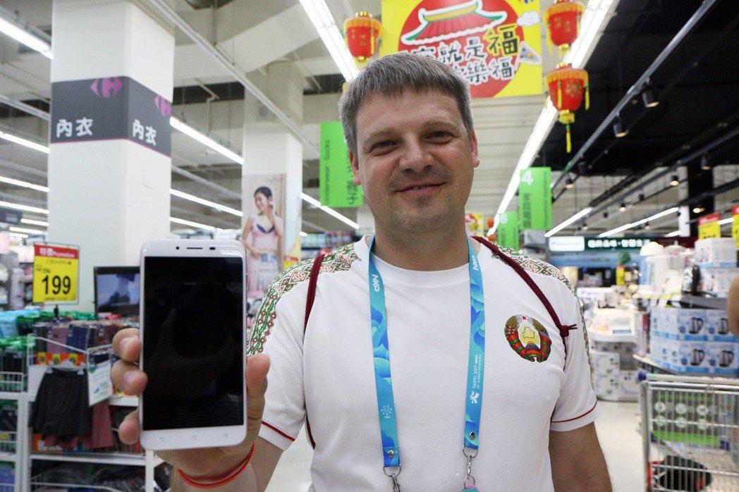 世大運選手竟逛大賣場,為了找台牌手機?原來是每個國家隊都會配一台手機Asus Z...