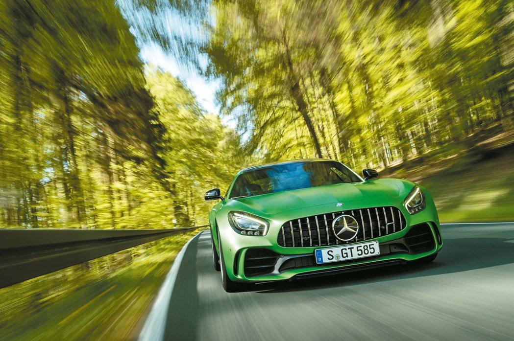 綠色地獄猛獸Mercedes-AMG GT R酷勁來襲,是AMG 50周年鉅獻。...