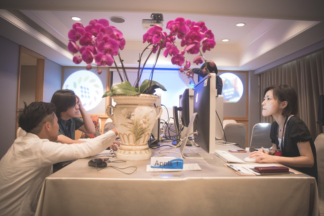 博立光電規畫完整實習計畫,並由專業指導員一對一帶領學員作業。 博立光電/提供