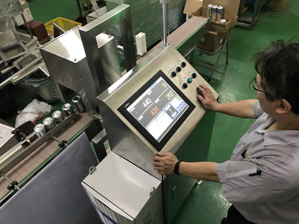 晨嘉推出日期噴印檢知系統設備。 晨嘉公司/提供