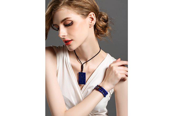 成色好的青金石自古以來廣受貴族喜愛,特殊色調的時尚感歷久不衰。(尚虎珠寶)