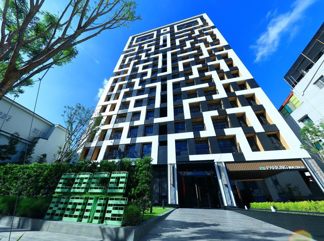 「COCO HOME」外觀時尚,在鳳山長明街獨樹一格。 圖片提供/歐美建設