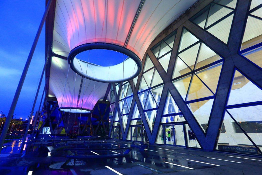 大東文化藝術中心為高雄重要藝文表演場地。 圖片提供/歐美建設