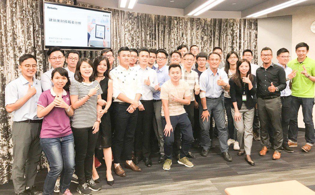 高雄市大高雄不動產開發商公會旗下的「新世代委員會」,成員有40位。 攝影/張世雅
