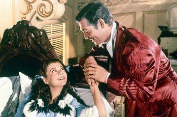 不管超級英雄片或是「阿凡達」、「鐵達尼號」曾經在全球掀起如何的賣座狂潮,自有電影以來,經過通貨膨脹幣值換算,「亂世佳人」仍穩坐全世界票房第一,始終未被取代。這部傳奇鉅片,改編自曾獲普立茲獎的暢銷小說...