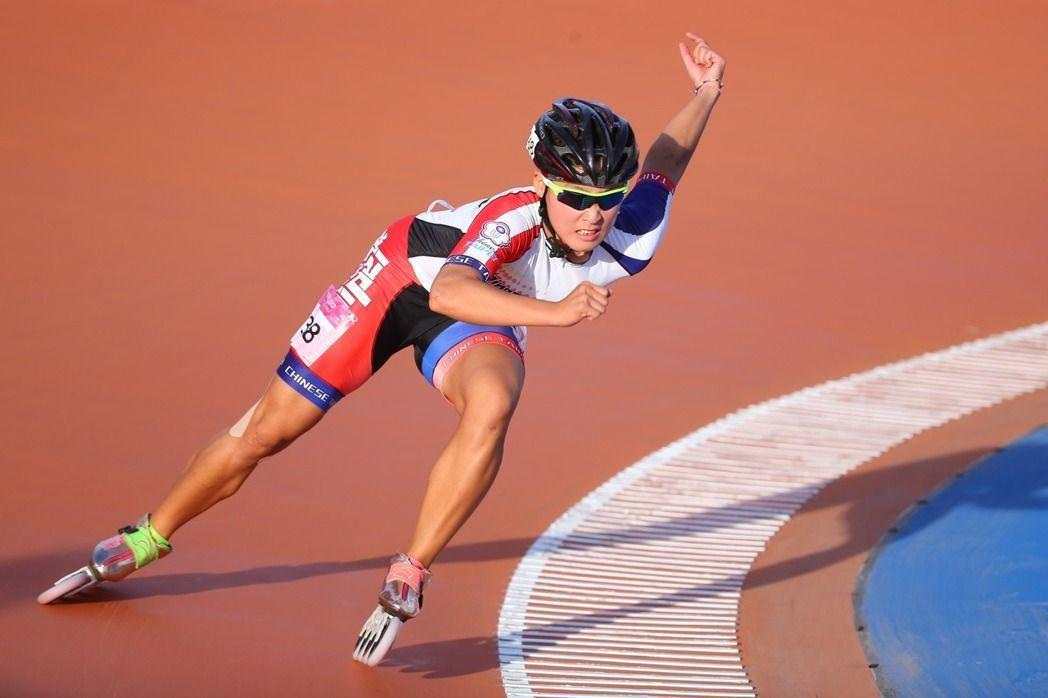 陳映竹再接再厲,在南京世錦賽準決賽中跑出43秒122,再度打破世界紀錄,不讓憾事...